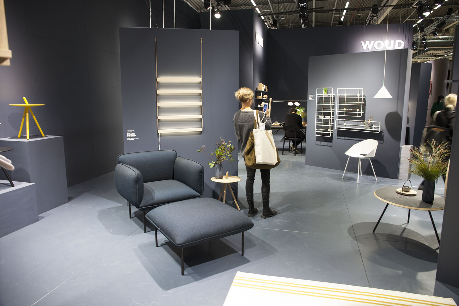 21 Beautiful Office Furniture Exhibition | yvotube.com