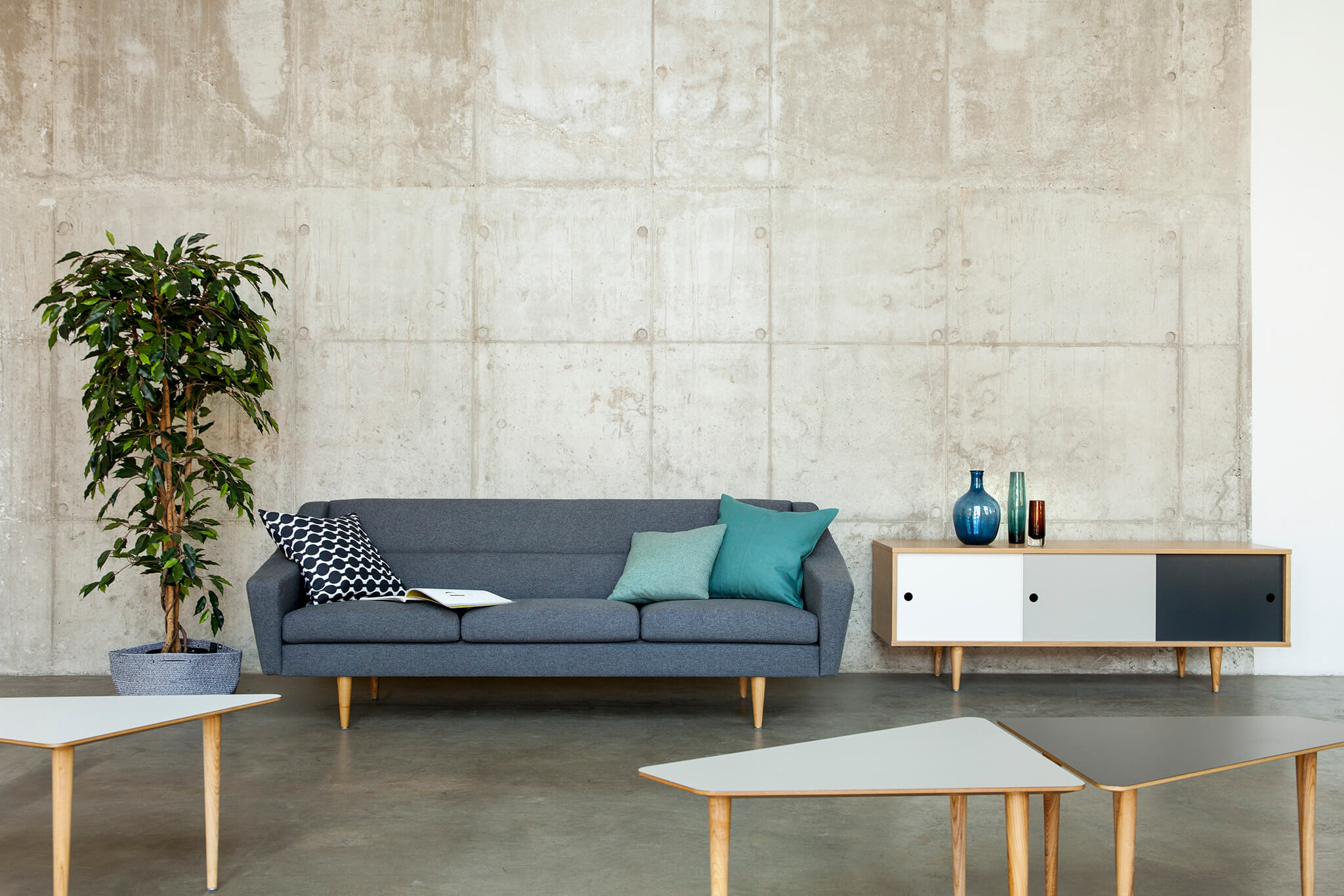 oot-oot_studio_cosmo_sofa_stella_concrete_1v